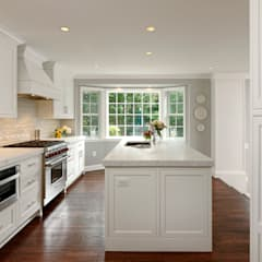 Kitchen by BOWA - Design Build Experts, Classic