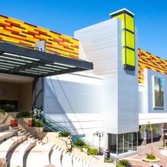 La Isla Shopping Village Puerto Vallarta: Centros Comerciales de estilo  por ARQStudio MX