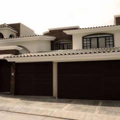 CASA-LG: Casas unifamiliares de estilo  por RIVERA ARQUITECTOS