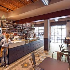 DAHLIA LAB_Progetto architettonico di un nuovo concept bar*: Pareti in stile  di Chantal Forzatti architetto
