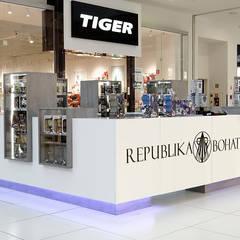 Republika Bohaterów w Warszawie, CH WOLA PARK: styl , w kategorii Powierzchnie handlowe zaprojektowany przez SUMA Architektów