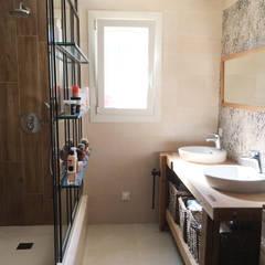 Renovation salle de douche - saint raphael : Salle de bains de style  par B.Inside