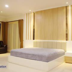 Camera da letto in stile  di Matter Interior