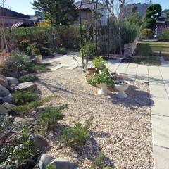 ガーデニングを楽しむエリア: 有限会社東風意匠計画が手掛けた庭です。