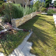テラスと庭の対峙: 有限会社東風意匠計画が手掛けたロックガーデンです。