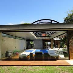 Cobertura Curvada Retrátil: Telhados  por Belas Artes Estruturas Avançadas