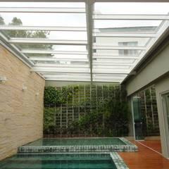 Toiture de style  par Belas Artes Estruturas Avançadas, Moderne