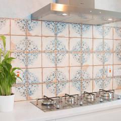 Modern SMEG gas hob:  Built-in kitchens by ADORNAS KITCHENS
