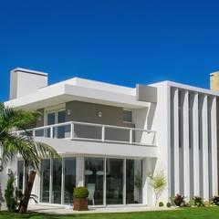 Projekty,  Dom szeregowy zaprojektowane przez Simone Miranda Representante - Amplex Aberturas em PVC