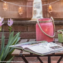 Terrazzo Boho : Terrazza in stile  di Sapere di Casa - Architetto Elena Di Sero Home Stager