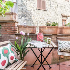 Centro Storico Boho: Terrazza in stile  di Sapere di Casa - Architetto Elena Di Sero Home Stager