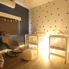 Luz nocturna: Recámaras para bebés de estilo  por D.I. Pilar Román