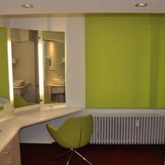 Anprobierraum:  Ankleidezimmer von architekturbuero dunker