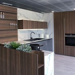 مكاتب ومحلات تنفيذ Giussani Arredamenti - Progettazione di interni