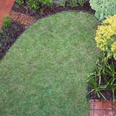 Jardín Di Pollina: Jardines de estilo  por Dhena CONSTRUCCION DE JARDINES