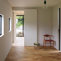 MASK HOUSE: 株式会社CAPDが手掛けた寝室です。,インダストリアル