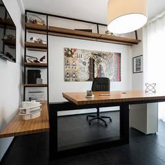 Studio CCdesign: Studio in stile  di Laboratorio di Progettazione Claudio Criscione Design