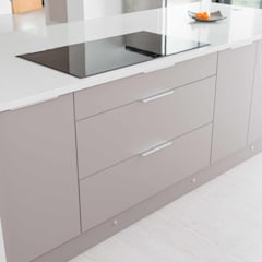 Modern and functional Island:  Built-in kitchens by ADORNAS KITCHENS