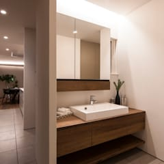 Bathroom by FANFARE CO., LTD