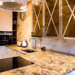 Kitchen units by Viva Design - projektowanie wnętrz, Colonial Stone