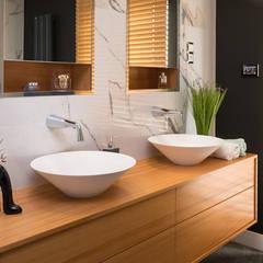 Apartament Bursztynowy: styl , w kategorii Łazienka zaprojektowany przez Viva Design - projektowanie wnętrz