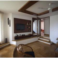 Salas multimedia de estilo ecléctico por Sandarbh Design Studio