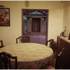 Salas de jantar ecléticas por Sandarbh Design Studio Eclético