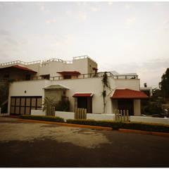 Casas ecléticas por Sandarbh Design Studio Eclético