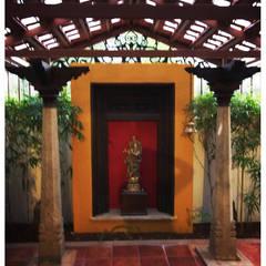 Jardins ecléticos por Sandarbh Design Studio Eclético