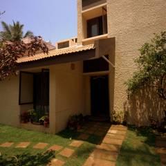 Captain Vijendra - Renovation:  Houses by Sandarbh Design Studio