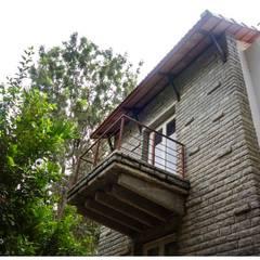 Kaivalya - Bhaskar's residence:  Houses by Sandarbh Design Studio