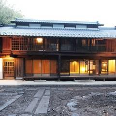 夜の景色: 安藤建築設計工房が手掛けたリゾートハウスです。