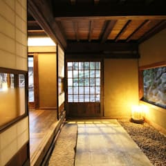 ระเบียงและโถงทางเดิน by 安藤建築設計工房