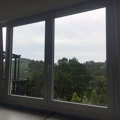 Cambio de ventanas en una vivienda en Plentzia: Ventanas de PVC de estilo  de Soluvent Window Solutions