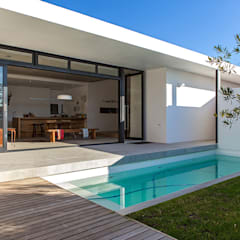 ALTERATION SEA POINT, CAPE TOWN: minimalistic Pool by Grobler Architects