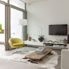 NEW HOUSE GARDENS, CAPE TOWN:  Living room by Grobler Architects