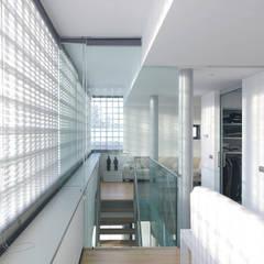 Villa Bliek - Den Haag: moderne Woonkamer door Archipelontwerpers