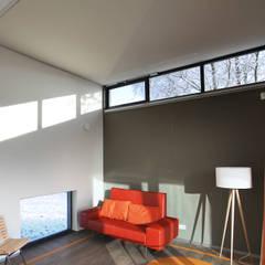 Flexibele paswoningen 'Het Dorp': moderne Woonkamer door Archipelontwerpers