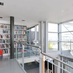 Penthouse Nautilus - Scheveningse Haven:  Studeerkamer/kantoor door Archipelontwerpers