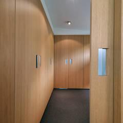 interieur C te Klimmen:  Kleedkamer door CHORA architecten