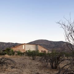 Single family home by Dx Arquitectos