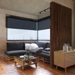 Residência em Varginha/MG: Salas multimídia  por Rafael Oliveira Arquitetura