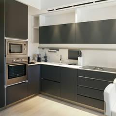 Appartamento: Cucina in stile  di Silvana Barbato, StudioAtelier