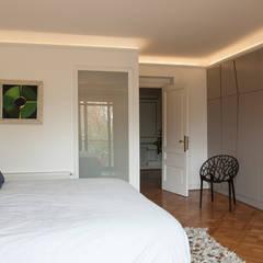Departamento Forestal : Dormitorios de estilo  por Dx Arquitectos
