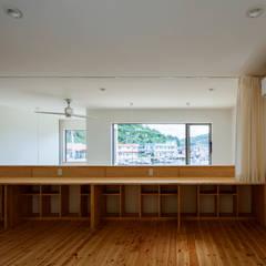 Quartos de criança campestres por 内田建築デザイン事務所 Campestre