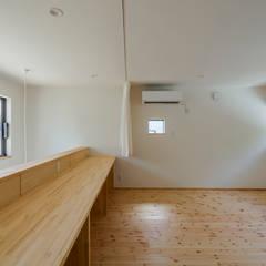 海に浮かぶ小島の家: 内田建築デザイン事務所が手掛けた子供部屋です。
