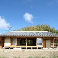 Casas de madeira  por 木造伝統構法 惺々舎