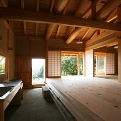 木造伝統構法の日本家屋「鴨川の家」: 木造伝統構法 惺々舎が手掛けたシステムキッチンです。