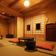 木造伝統構法 惺々舎:  tarz Multimedya Odası