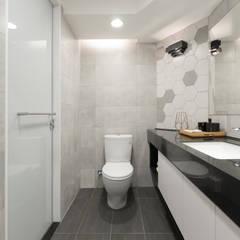 Bathroom by 御見設計企業有限公司